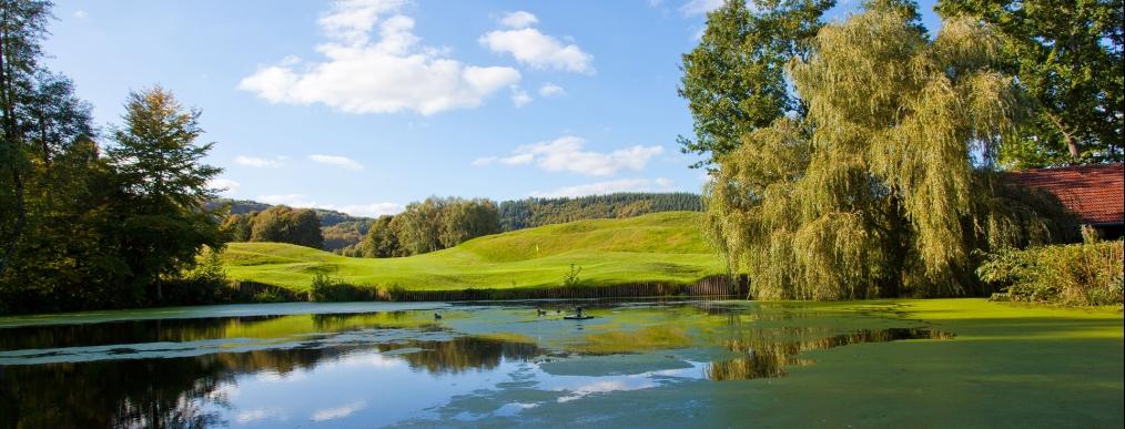 golfen im golfpark weiherhof 18 loch golfplatz im saarland. Black Bedroom Furniture Sets. Home Design Ideas